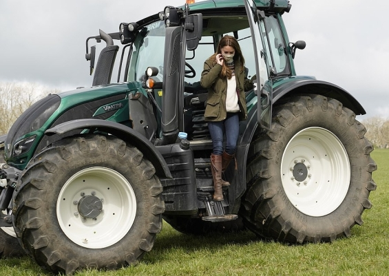 Kate Middleton in a casual edition drove a tractor and petted sheep on a farm