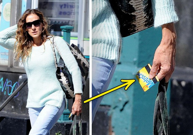 11 celebrities who have made millions but lead a normal life Sarah Jessica Parker gets off the subway (she has the ticket in her hand)