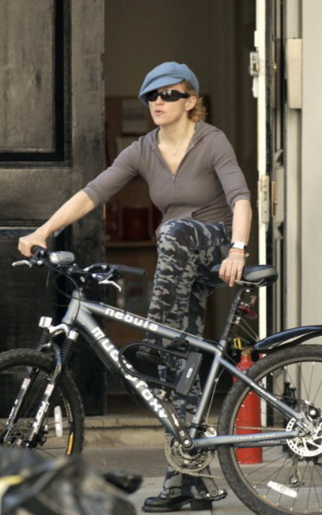 11 celebrities who have made millions but lead a normal life Madonna rides a bicycle