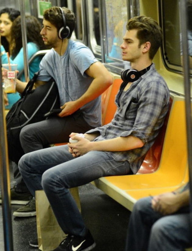 11 celebrities who have made millions but lead a normal life Andrew Garfield use the subway