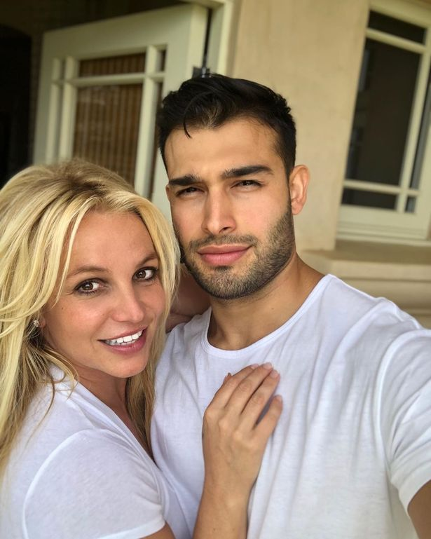 Britney Spears hardly talks about the whole situation, but her boyfriend, Sam000 Asghari, openly supports her.