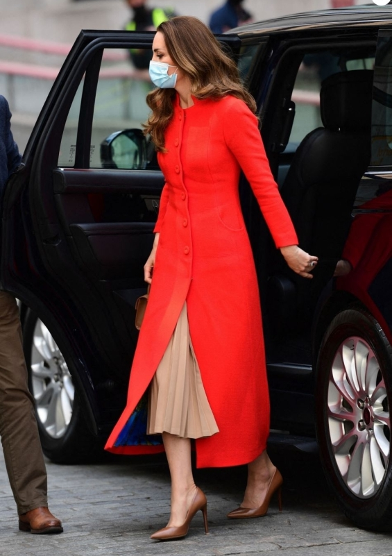 Kate Middleton in a striking red coat visited a gallery in London