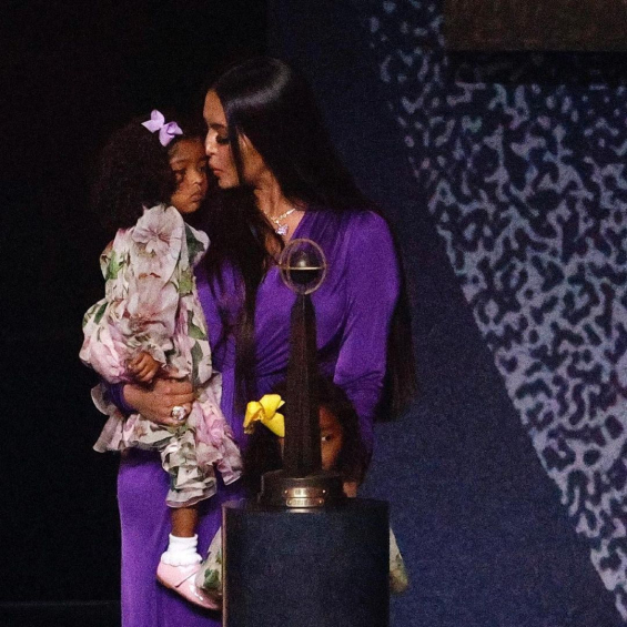 Vanessa Bryant gave an emotional speech to her daughters on the occasion of Kobe's reception at the Hall of Fame