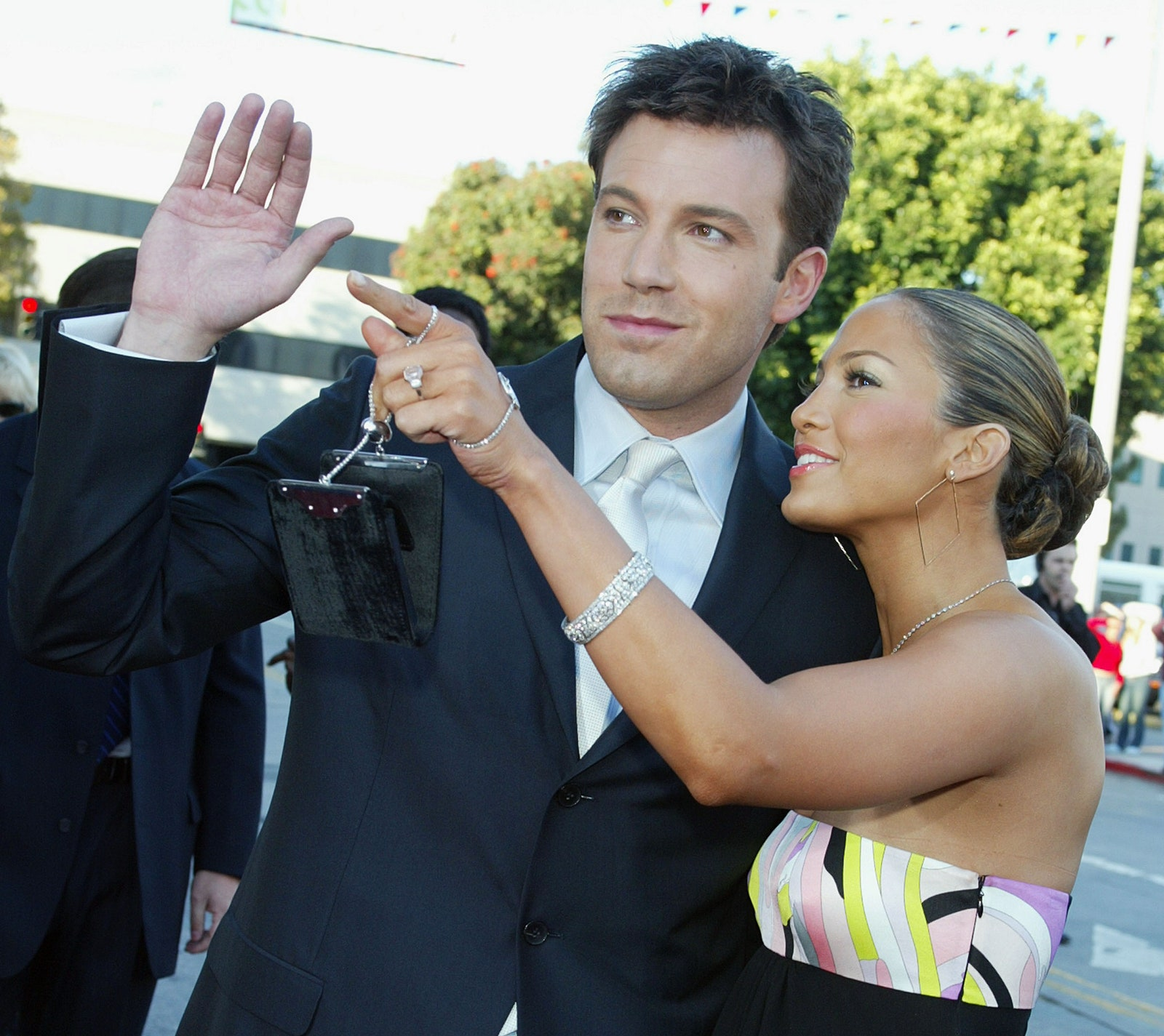 Jennifer Lopez secretly meets a famous actor with whom she was engaged The paparazzi caught Ben Affleck getting out of Jennifer Lopez's jeep