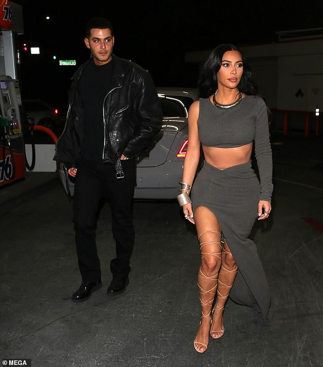 Kim Kardashian as a single woman accompanied by a billionaire, but with whom do they connect Kanye West?