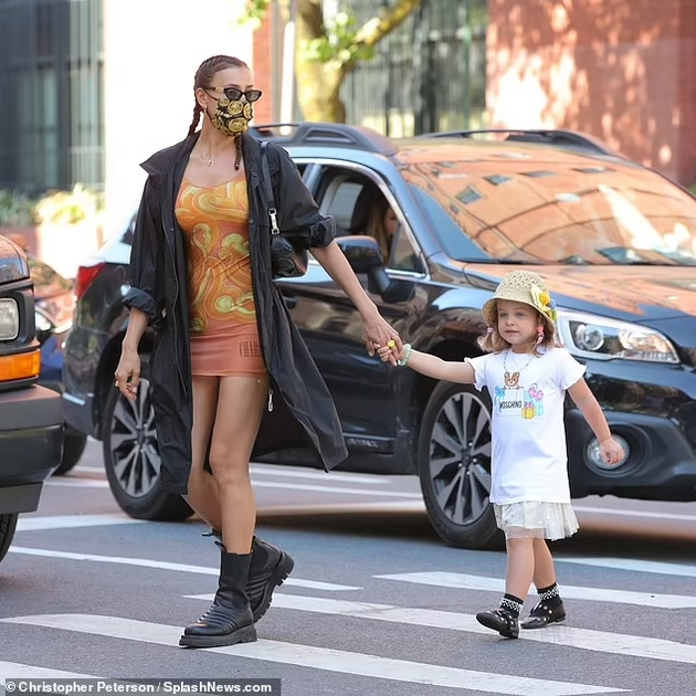 Stylish duеl: Irina Shayk vs. Nicki Minaj - When the same dress is worn by a modest mother and a girl eager for attention