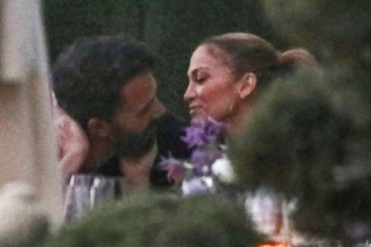 Jennifer Lopez and Ben Affleck were photographed kissing for the first time since their relationship resumed