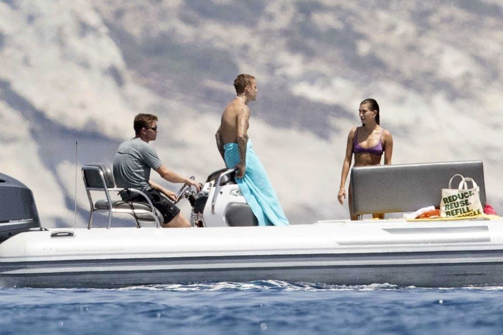The beautiful Hailey Bieber rides a jet ski, Justin kisses her - The couple enjoys a vacation in Greece