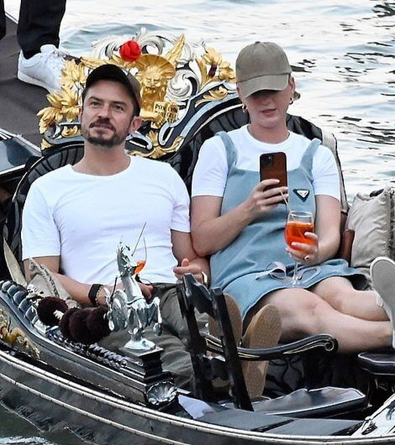 In a romantic mood: Katy Perry and Orlando Bloom kiss and enjoy a gondola in Venice
