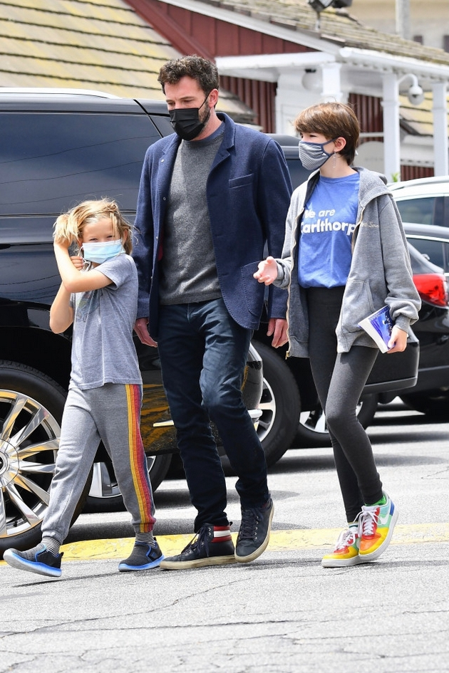 Shortly after meeting Jennifer Lopez, the actor was spotted walking with his two younger children. According to sources, during this period he spends as much time as possible with all three children.