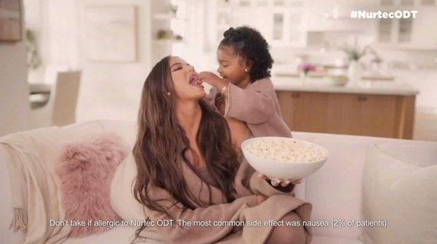"""Khloé Kardashian again criticized for plastic surgery in ad with her daughter Truе: """"She looks like an alien"""""""