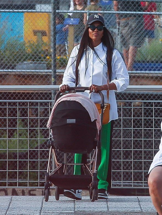 Naomi Campbell photographed for the first time on a walk with the baby in New York