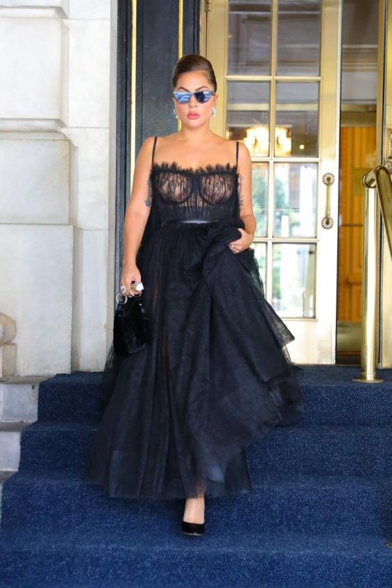 Mini Fashion Marathon: Lady Gaga glamorous diva in 4 stylish editions in New York
