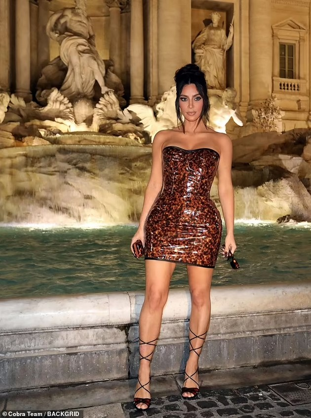 Kim Kardashian single and happy in Rome - Posing with fans in a provocative dress